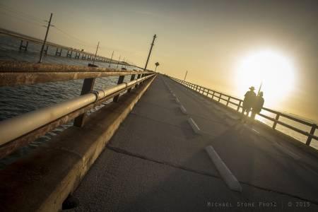 Couple walking on Seven Mile Bridge (Florida Keys, 2015)